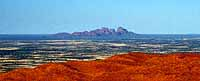 Blick vom Uluru auf die Olgas
